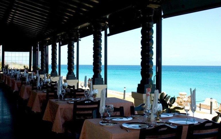 Restaurant with ocean view